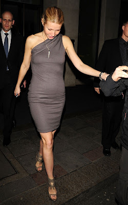 pictures of Gwyneth Paltrow leaving the May Fair hotel --- -- -- -- Brt