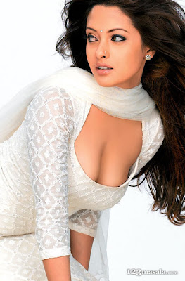 Bollywood Actresses Riya Sen Unseen photos 2