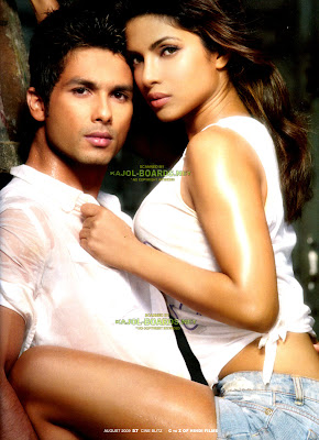 Hot Romantic moment of Shahid Kapoor & Priyanka Chopra  1