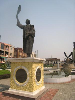 madam tinubu statue