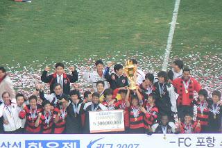 Pohang lift the K-League trophy