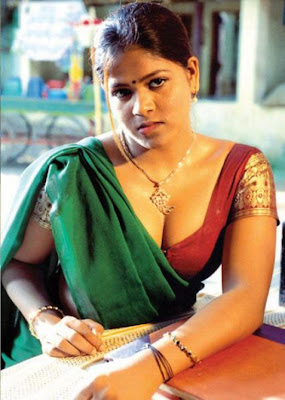 Tamil Aunty Cleavage Pictures
