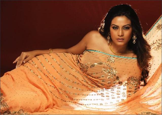 Bindu Chowdary in saree