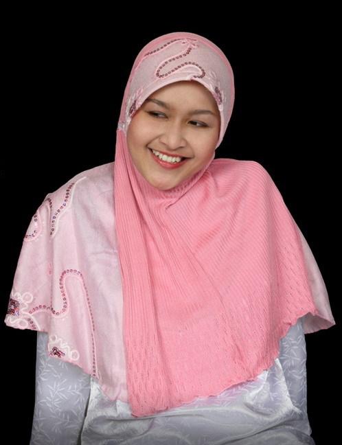 Jilbab Merah Muda