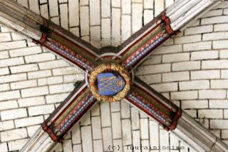 Hloov Forum ua lus English Fondettes+Eglise+Saint-Symphorien+cle+de+voute+armoriee