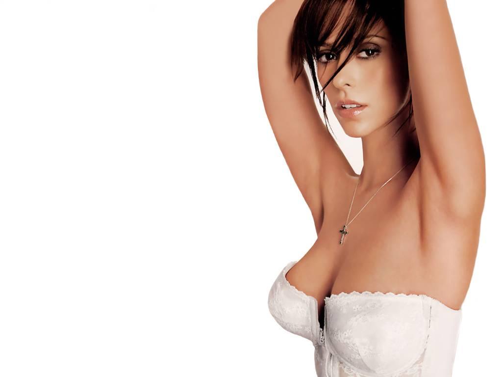 http://2.bp.blogspot.com/_bKlP91-VAMs/SxArZq9tSkI/AAAAAAAADL0/nRMXilzA73g/s1600/Jennifer+Love+Hewitt+Hot+Sexy+Actress++Ghost+whisperer+TV+Show++Nice+boobs+Bikini+Cleavage+Nude.jpg