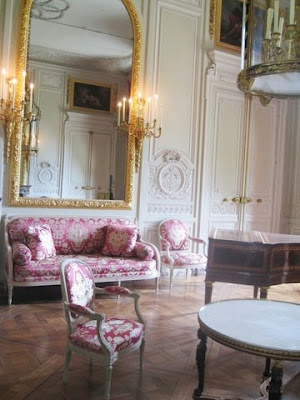 http://2.bp.blogspot.com/_bMncUYYD8WM/SnnSnT5FpqI/AAAAAAAABlk/C8QpkUPjT8w/s400/marie+antoinette%27s+petit+trianon+apartment+therapy+9.jpg