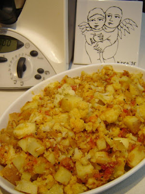 Thermomixer thermomix aloo gobi aloo gobi has long been one of my favourite indian dishes and this is based on a recipe fom madhur jaffreys ultimate curry bible forumfinder Choice Image
