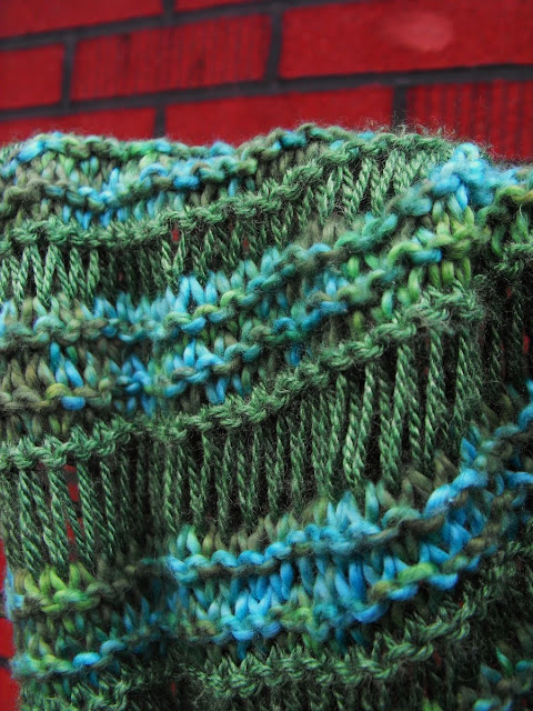 Knitted Scarf Pattern With Pointed Ends : close knit: Athabasca Spring Scarf Knitting Pattern