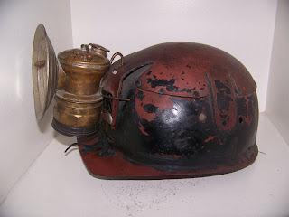 les lampes carbure casque de mineur en cuir huwood lampe carbure autolite. Black Bedroom Furniture Sets. Home Design Ideas