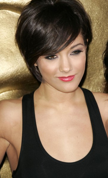 frankie sandford hairstyle front and. Lovely short haircut.