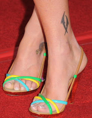 We have spotted three tattoos on Alyson Hannigan.