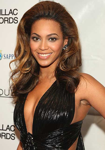 Beyonce knowles cute hairstyle with mini poof