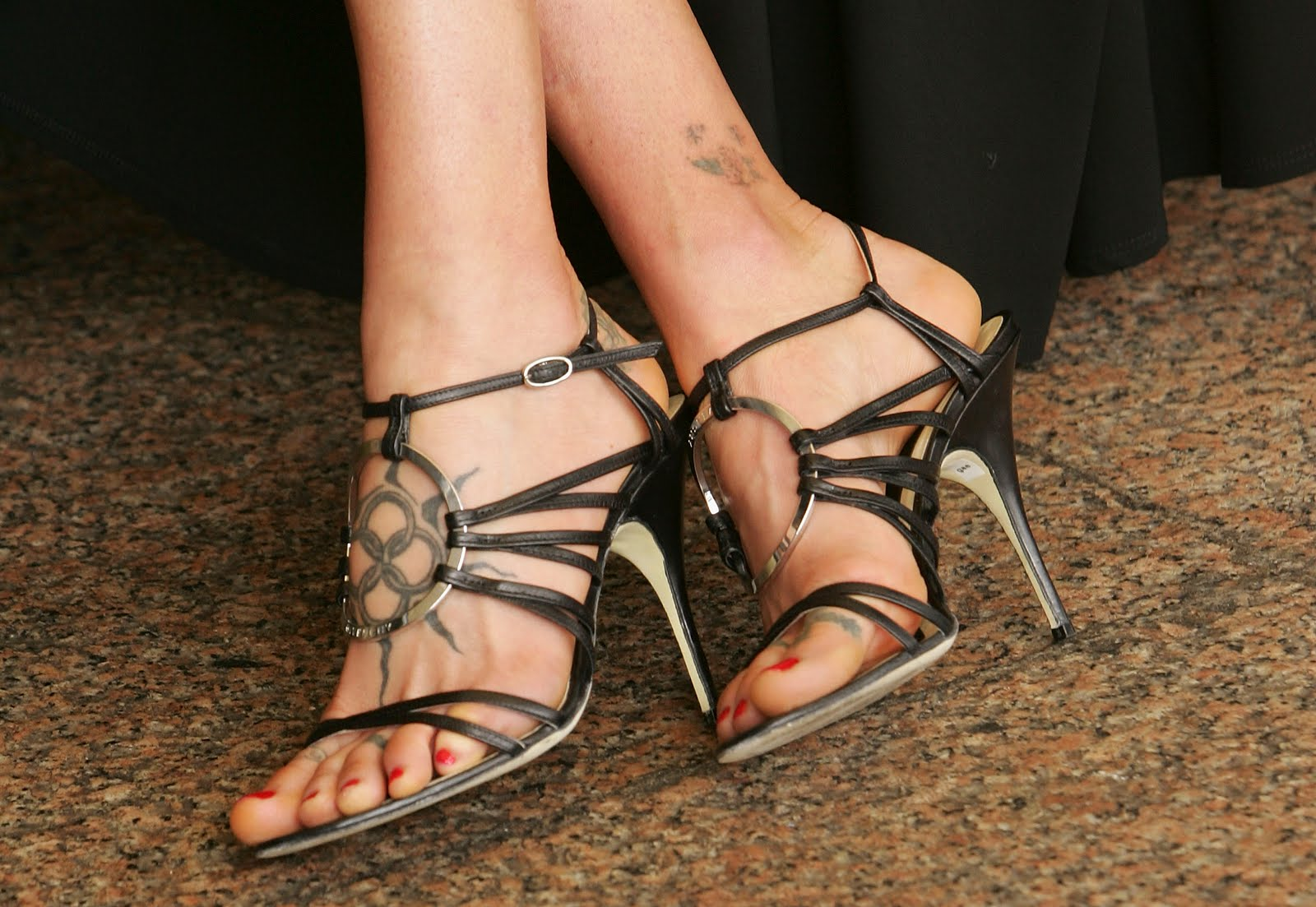 http://2.bp.blogspot.com/_bQ0SqifjNcg/TCWRknKs9XI/AAAAAAAAWyk/4Yev4HHn7jQ/s1600/carre-otis-feet-2.jpg