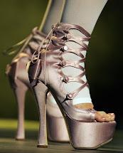 Gwen Stefani Legs 6- Pics James Franco Smile