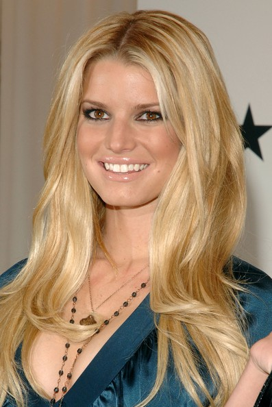 jessica simpson hairdo bangs. Jessica Simpson Blonde Hair