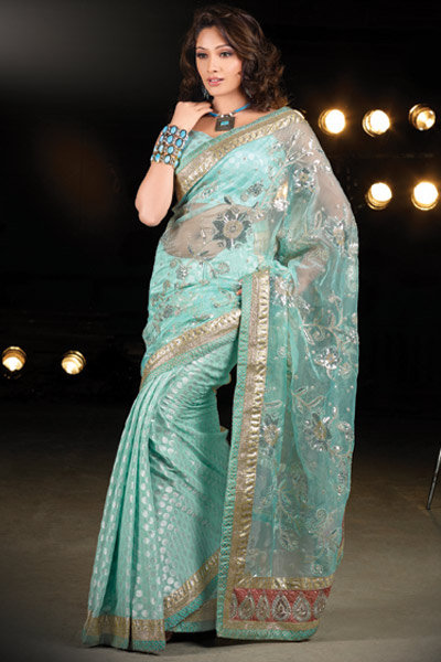 Girls In Beautiful Saree Pictures