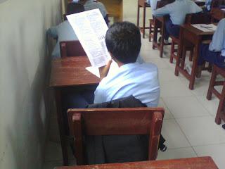 Beragam Posisi Duduk Siswa Ketika Ulangan (Kls. 7 Angk. 2009)
