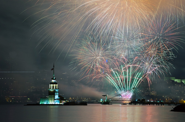 firework8 Festive Explosion of Colorful Fireworks  25 Beautiful Photographs