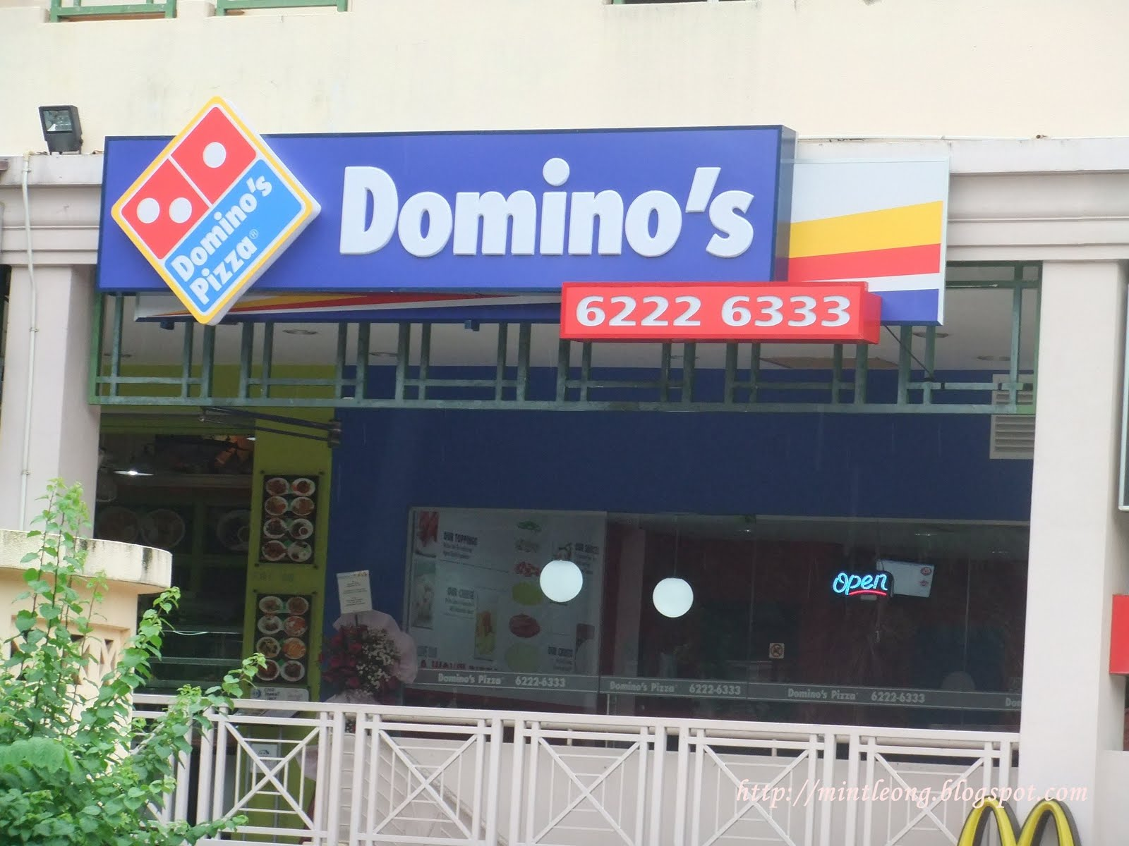 M.i.n.t.: Domino's Pizza- In Singapore!