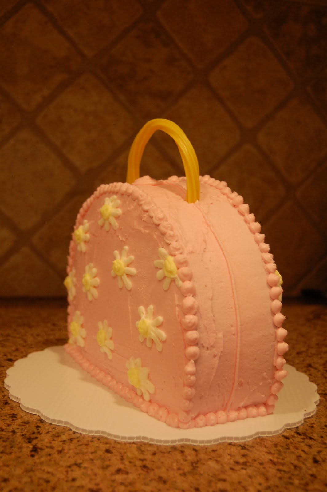 how to make a purse cake with buttercream icing