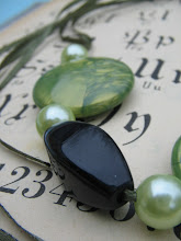 Negro y verde juntos se ven muy sofisticados.