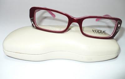 Promoção armação óculos grau Vogue modelo teen nas cores vinho ou preto a04d41fc68