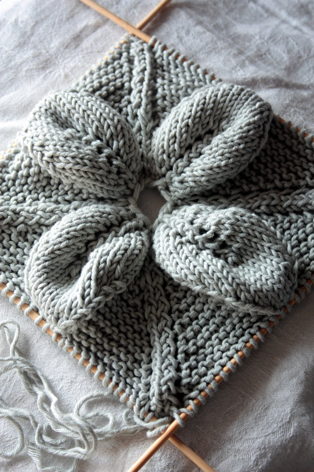 Knitting Pattern Leaf Lace : Needlework inspiration: Knitted leaf & lace squares