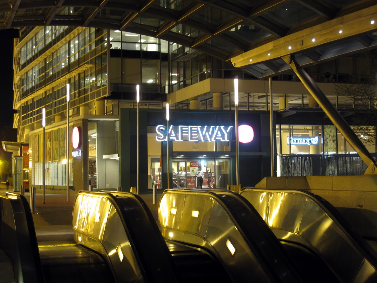 Southwest...The Little Quadrant That Could: Safeway Reducing Hours