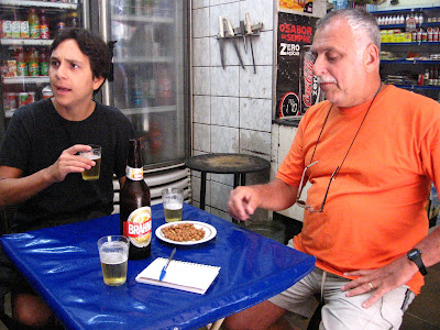 Felipe Quintans (o Felipinho Cereal) e Isaac Goldenberg, meu pai, na QUITANDA ABRONHENSE, na rua do Matoso 178, na Tijuca