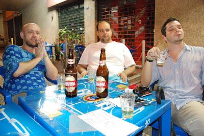 Luiz Antonio Simas, Diego Moreira e Lúcio de Lemos no CANTINHO DO CÉU em 13 de novembro de 2008, foto de Eduardo Goldenberg