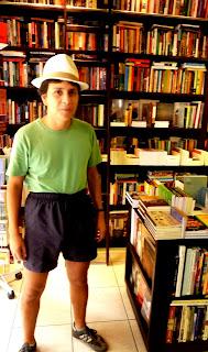 Felipe Quintans, 19 de setembro de 2009, na livraria Folha Seca, foto de paparazzo contratado