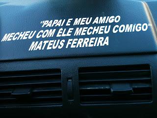 fotografia tirada no interior de um táxi no Rio de Janeiro