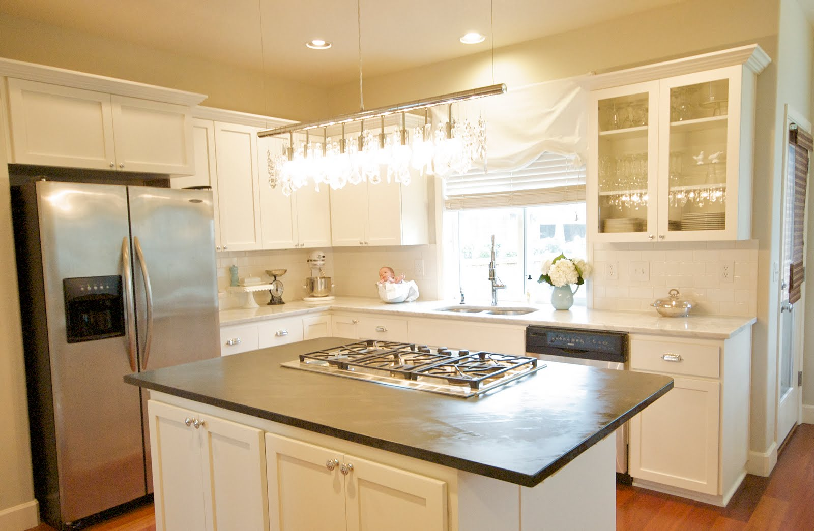 white cabinets and i loved them i loved the kitchen even though it was