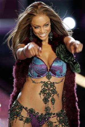 In breaking modeling news, Tyra Banks has re-signed with her agency of yore, ...