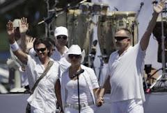Inicia el polémico concierto por la paz en la Plaza de Revolución de la Habana, Cuba.
