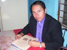 + Monseñor Victor, Arzobispo Católico Vetero de México.