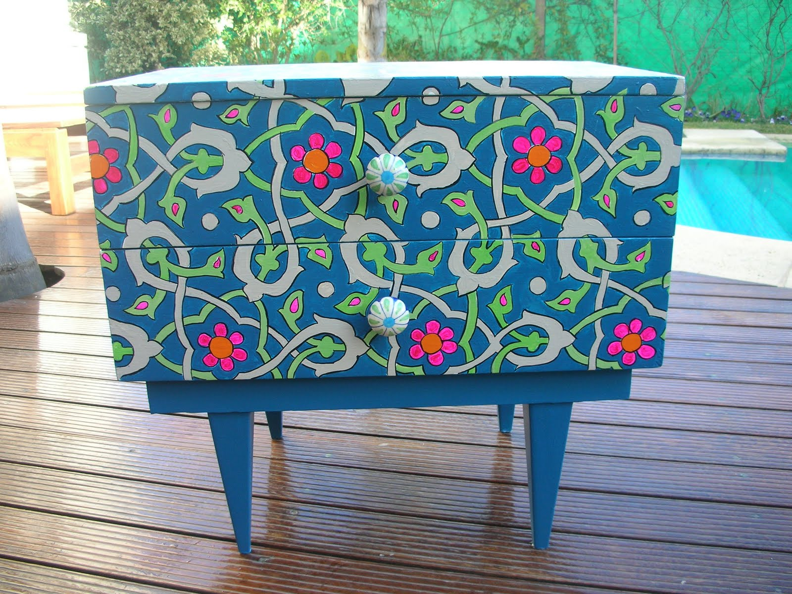 Vintouch muebles reciclados pintados a mano mesita - Disenos muebles pintados ...