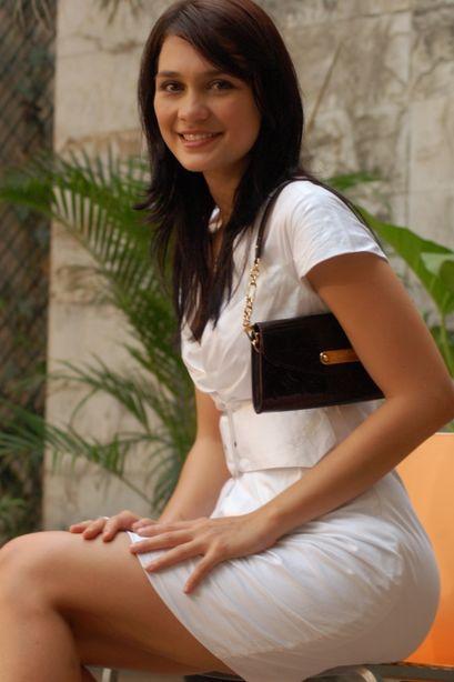http://2.bp.blogspot.com/_bfWOxdQfnC8/S9Q22iJBDaI/AAAAAAAAAwA/RA-D59CiDrI/s1600/Intip+Paha+Luna+Maya+%282%29.jpg