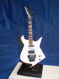 Miniatura da Guitarra de Armandinho