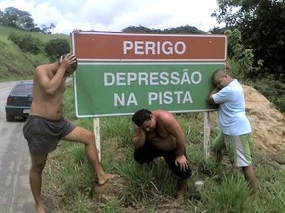 http://2.bp.blogspot.com/_bhKBOjDwcAs/R3RbALcvocI/AAAAAAAAADA/gY-h1vTG4wo/s400/depressao+na+pista.jpg
