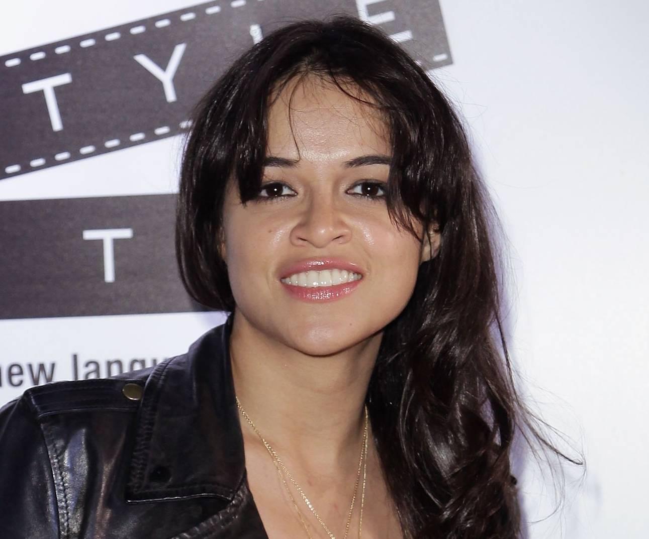 http://2.bp.blogspot.com/_bj-91WvhEuo/S_Vuj6-PXuI/AAAAAAAAJ3o/3d3QBldWYeQ/s1600/Michelle+Rodriguez+-+replay+party1.jpg
