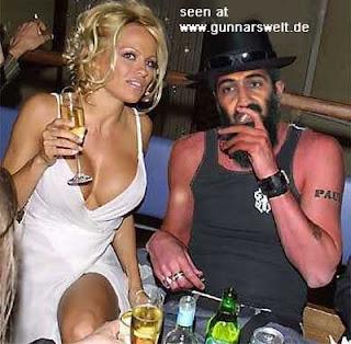 http://2.bp.blogspot.com/_bj0fdAQOI98/Sbwv35dkfAI/AAAAAAAAAgA/ILyPFeb3__U/s320/funnyPamandOsama.jpg