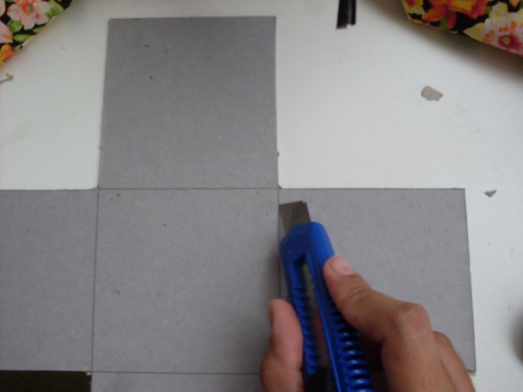 Depois de cortado você irá passar o estilete afiado em cima do  #102A6E 1024x768