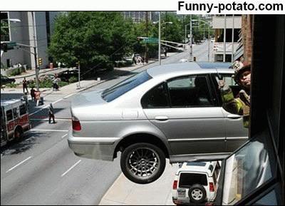 Foto Kecelakaan Mobil yang Aneh