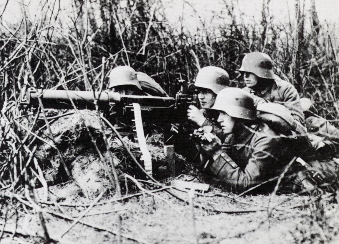 who created the machine gun in ww1