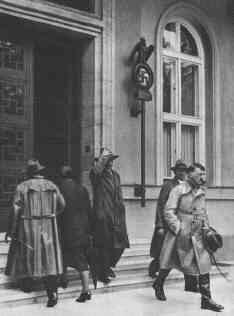 Adolf+Hitler+Braunhaus