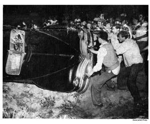[Image: peekskill-robeson-riot-car.jpg]