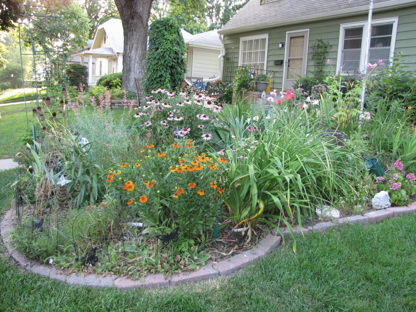 A corner garden front yard bed for Images of landscaping flower beds