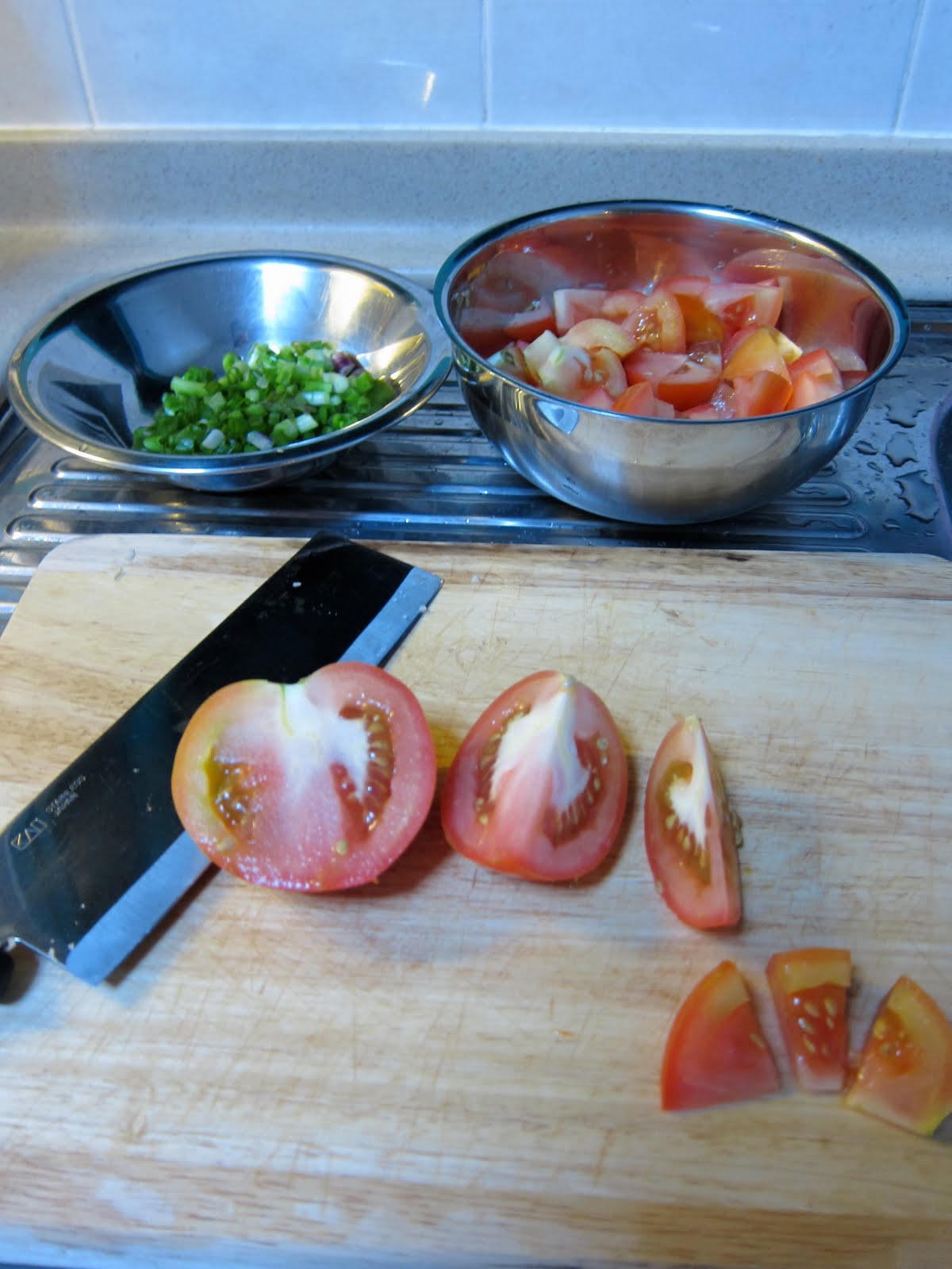 how to cut roma tomatoes into wedges